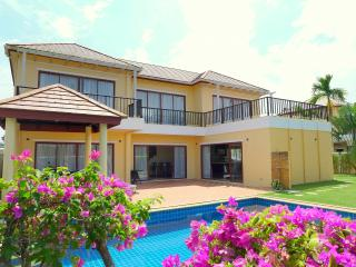 Spacious 3-bedroom private pool villa near Laguna, Bang Tao Beach