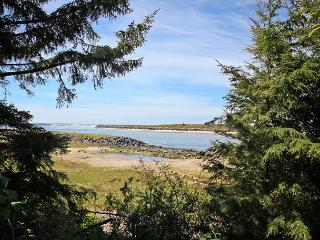 NEHALEM NIRVANA~Breathtaking views of the Neahlem Bay to NeahKahNie Mountain!, Rockaway Beach