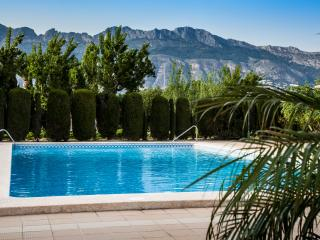 modern frontline apartment with swimming pool, Altea