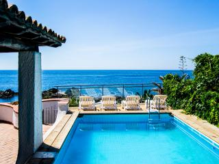 Villa Letizia, villa with private pool and beach, Giardini Naxos