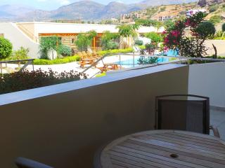 Family friendly Garden Suite with pool view, Makry-Gialos