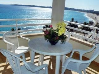 Lovely Apartment with balcony overlooking the sea & Beach 5 mins from beach2A, Cala Millor