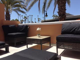 Tenerife Royal Gardens - Modern Ground floor Beach Front Studio Apartment.