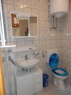 Badezimmer im Obergeschoss mit WC und Dusche