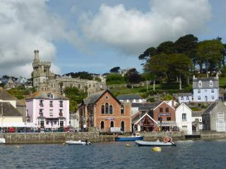 Slipway Apartment - central Fowey with parking space
