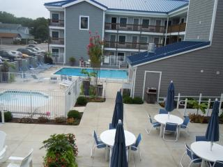 Family Friendly Condo a Short Walk from the Beach
