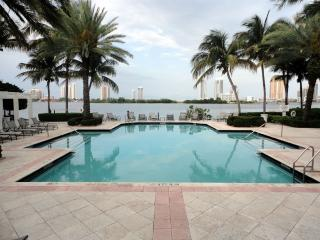 VILLAGE BY THE BAY, Aventura