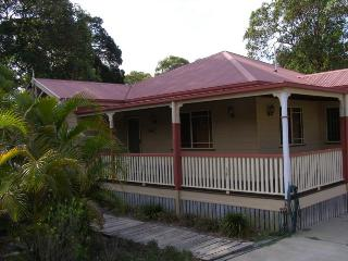 SEASIDE COTTAGE, 6 GONZALES ST, AMITY POINT, Amity