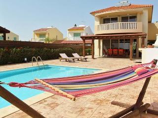Adonis 4 bedroom villa, Pervolia