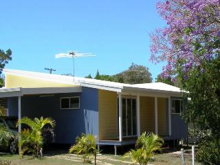 JACARANDA COTTAGE, 31 BIRCH ST, AMITY POINT, Amity