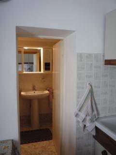 porta di accesso al bagno dalla cucina