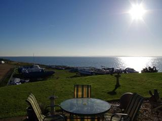 Solent Shores Cottage, waters edge Solent seaviews, Warsash