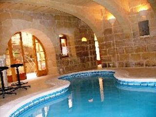 Gozo Ir-Razzett Tan-Neputi with Heated Indoor Pool, Gharb