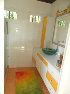 Salle de bain indépendante et privee