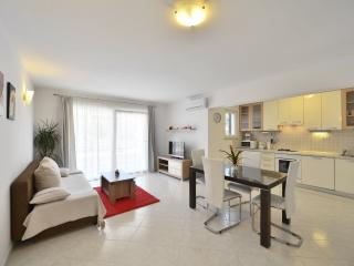Family Apartment with Pool, Bar & Sport Terrains