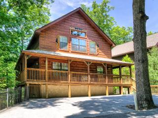 "6br/5ba ""Brookstone Lodge"" Less than a mile off Parkway in Pigeon Forge!!"