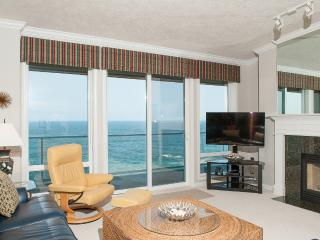 Top Floor Oceanfront Condo-Pool, HDTV, WiFi & More