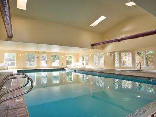 *Promo!* - Top Floor Oceanfront Condo - Indoor Pool, Hot Tub HDTV, WiFi & More!