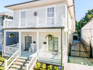 New Orleans 4 Bedrm 2.5 bath Beautifully restored!