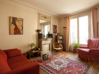 True Parisian Charm for 2-4 ppl, by Flatbook