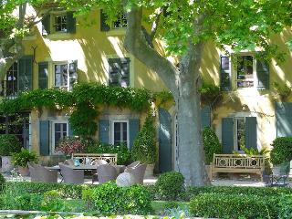 St. Remy-de-Provence, Chic  Bastide, 2 Pools, Tennis, Glorious Garden, in Heart of Provence, Sl, St-Rémy-de-Provence
