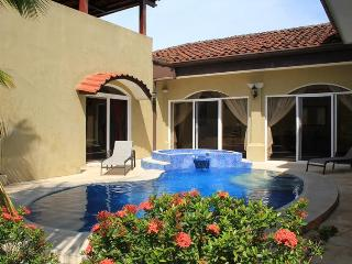 EcoVida Casa Privada with Pool at Playa Bejuco