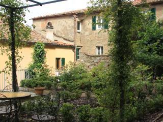 House in Central Cortona with Private Garden