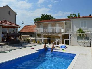 House with pool in a peaceful village CR144