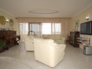 Modern Apartment with sea & country views, Marsaskala
