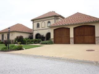 Regal Retreat -Stay in this beautiful 3 bed Villa located at Branson Creek!, Hollister