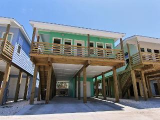 Brand new 4 bedroom 3 1/2 bath home in the heart of Port Aransas!