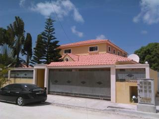 Villa with swimming pool and cars availabIe, Bavaro