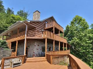 Smoky View Top Shelf a six bedroom cabin located minutes from Dollywood., Sevierville