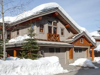 Taluswood The Heights 17 | Whistler Platinum | Close to Ski Access, Hot Tub