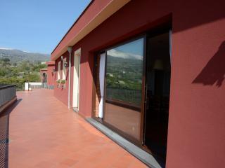 Villa, Piedimonte Etneo