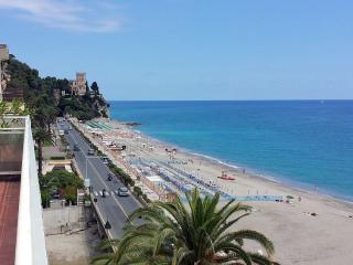 Grande appartamento sul mare, Finale Ligure