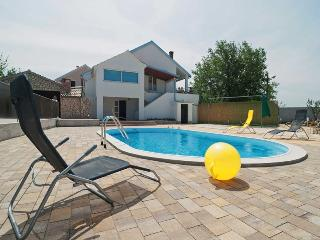 Holiday house with pool for 8+3 people, Zadar