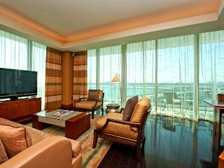 Ritz Private Residence 2/2.5 Bayfront Unit 510