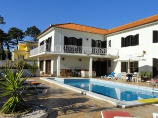 Holiday Villa with heated pool near beach, Lisbon