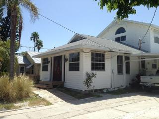 Cozy Affordable Beach Home, Clearwater