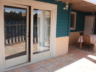 Casa de madera 2 habitaciones a 100m del mar, piscina y jacuzzi en zonas comunes