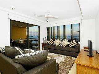 6307 Absolute Waterfront Harbour-View Apartment, Darwin