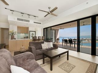 315 Absolute Waterfront Harbour-View Apartment, Darwin