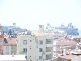 Haruna studio with sea view terrace, Kuşadası