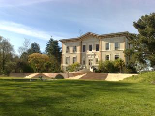 Domaine en exclusivité au Château de Bézyl, Sixt-Sur-Aff