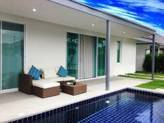 Beautiful 2BR Pool Villa Near Beach!, Hua Hin