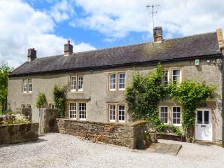 LOWFIELDS FARM, farmhouse with woodburner, parking, garden, near Bakewell, Ref 914070, Youlgreave