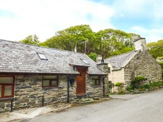HENDOLL COTTAGE 1 upside down accommodation, woodburner, WiFi in Fairbourne Ref