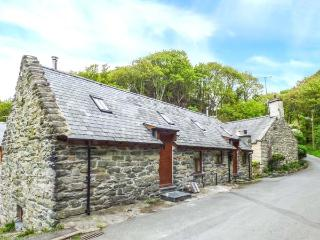 HENDOLL COTTAGE 2 upside down accommodation, woodburner, WiFi in Fairbourne Ref 916896