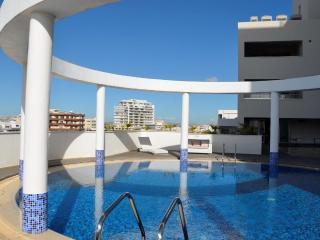 3b Deluxe seafront w/pool, gym - Finikoudes beach